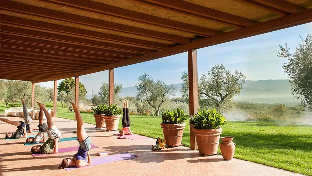 yoga retreats italy